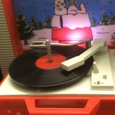 #artsdistrictlv #snoopy #lucyand Linus #peanuts why does this mini piece entertain me so?? I think I had this record player as a kid  isnt it a hoot.. I even clean the record off sometimes before playing it...