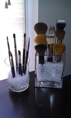 20 Ideen, um Ihr Make-up zu organisieren - 20 idées pour organiser son maquillage Dekorative Gegenstände - Diy Makeup Brush, Makeup Brush Holders, Makeup Brushes, Makeup Brush Storage, Diy Makeup Vanity, Makeup Brush Organizer, Makeup Remover, Makeup Vanity Tables, Rustic Makeup Vanity