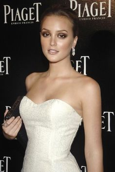 Leighton Meester - brown smokey eyes