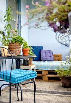Over 50 creative interior design ideas for the balcony design in the summer - Balkonmöbel – Terrassenmöbel – Terrassengestaltung - Small Balcony Design, Small Terrace, Tiny Balcony, Balcony Plants, Apartment Balcony Decorating, Apartment Balconies, Rustic Apartment, Terrasse Design, Patio Design
