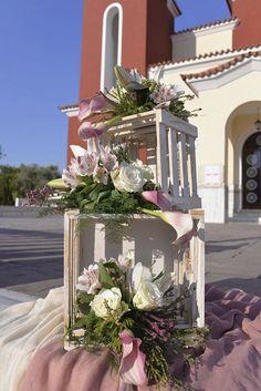 Στολισμός εκκλησίας Table Decorations, Pink, Furniture, Home Decor, Knight, Interior Design, Pink Hair, Home Interior Design, Roses