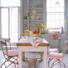 Chic Design Idea File We Would Like To Talk About Shabby Chic Kitchen. Loving The Simplicity Of This Shabby Chic Kitchen With Pink. Shabby D. Cozinha Shabby Chic, Shabby Chic Kitchen, Shabby Chic Homes, Shabby Chic Decor, Country Kitchen, Rustic Decor, Decor Diy, Rustic Table, Farmhouse Table