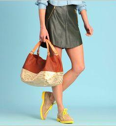 """Un sac polochon marron très tendance signé Mellow Yellow. La base """"zébrée dorée"""" viendra agréablement rayonnée vos tenues !"""
