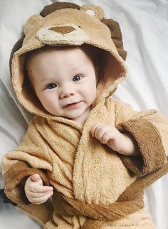 Give your little lion cub this furrocious but adorable Lion Hooded Spa Robe. Baby Aspen, Baby Bath Time, Cute Lion, Little Monkeys, Sweet Memories, Cute Baby Animals, Trendy Baby, Baby Shower Themes, Future Baby
