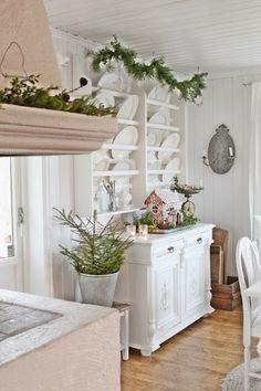 Scandinavian interior vintage & gorgeous  ~ lovingly repinned by www.skipperwoodhome.co.uk