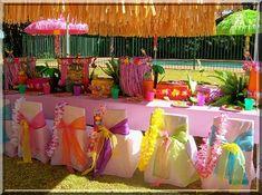11 year old hawiin party stuff | decoração da festa Havaí deve ser feitas com flores, toalhas ...