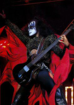 Every Day With Classic Rock & Heavy Metal & More. I Love It Loud, Kiss Me Love, Rock N Roll Music, Rock And Roll, Gene Simmons Kiss, Z Music, Vinnie Vincent, Eric Carr, Rock Bands