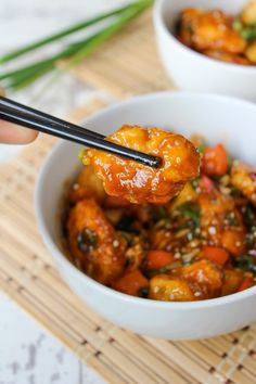 Paleo (& Low FODMAP) Sweet and Sour Chicken >> www.asaucykitchen.com