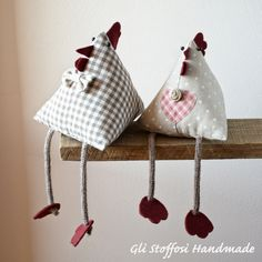 Door shabby owl in fabric, gufetto firm Door Home decor, owl charm, gift for her, decoration for the country house Galletto e gallinella con le gambe in magliaRooster and Gallinule with knitted legs - Cocodou - Aktuelle Ideen Fabric Crafts, Sewing Crafts, Craft Projects, Sewing Projects, Diy And Crafts, Crafts For Kids, Chicken Crafts, Diy Y Manualidades, Owl Charms