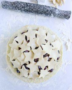 """delta-breezes: """" Sweet Cherry Pie w/Amaretto Whipped Cream Pie Dessert, Eat Dessert First, Dessert Recipes, Just Desserts, Delicious Desserts, Yummy Food, Sweet Cherry Pie, Pie Crust Designs, Sweet Cherries"""