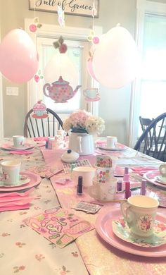 Little Girls Tea Party Birthday Theme – On A Budget! – Just Life And Coffee Little Girls Birthday Party – Tea Party Theme On A Budget! Toddler Tea Party, Girls Tea Party, Princess Tea Party, Tea Party Theme, Tea Party For Kids, Tea Party Crafts, Parties Kids, Princess Birthday, Girls Birthday Party Themes