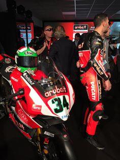 Ducati Panigale R, numero 34, il numero scelto da Davide Giugliano per correre nel Campionato SBK 2015
