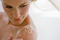 Körperpeeling mit Meersalz und Babyöl selber machen