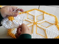 Crochet Art, Crochet Doilies, Crochet Patterns, Flower Embroidery Designs, Crochet Videos, Jewelry Patterns, Silk Flowers, Crochet Necklace, Fiber