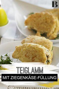 Gefülltes Teig-Lamm mit Obatzda. Was für ein Hingucker! #teig #ostern #ziegenkäse Brunch, Cornbread, Tricks, Hamburger, Dinner, Ethnic Recipes, Happy, Food, Sprinkles