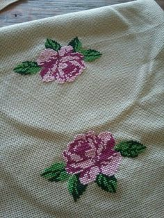 This Pin was discovered by Kub Mini Cross Stitch, Cross Stitch Borders, Cross Stitch Rose, Cross Stitch Flowers, Cross Stitching, Cross Stitch Embroidery, Funny Cross Stitch Patterns, Cross Stitch Designs, Embroidery Fabric