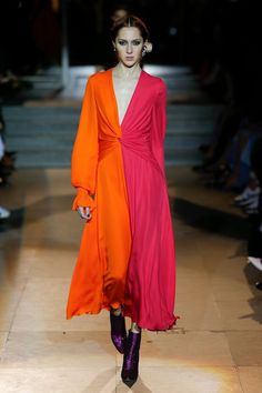 Carolina Herrera Fall 2018 Ready-to-Wear Fashion Show Collection: See the complete Carolina Herrera Fall 2018 Ready-to-Wear collection. Look 21 Fashion 2018, Runway Fashion, Fashion Show, Fashion Outfits, Womens Fashion, Fashion Trends, Fall Fashion, Cheap Fashion, Dress Fashion