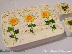Salat - Salat Tips Food Design, Party Food Buffet, Fruit Skewers, Strawberry Cake Recipes, Romanian Food, Food Garnishes, Food Decoration, Easy Salads, Food Art