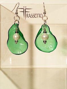 Shrink Plastic Jewelry, Plastic Earrings, Drop Earrings, Plastic Jewellery, Bottle Jewelry, Diy Jewelry, Jewelry Design, Jewelry Making, Plastic Bottle Art