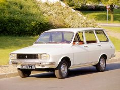 Renault 12 TL Estate 1975. My first car! It was pink!! Had it re sprayed yellow though.