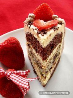 Htjela sam ovu tortu posvećenu mami za rođendan napraviti da bude skromna i jednostavna a opet posebna,baš kao što je i ona sama...uspjela sam u tome jer je moja slavljenica bila tako oduševljena,a to mi je zaista najveća sreća kada je uspijem obradovati ovako malom gestom od srca u obliku ove tortice.....