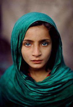 Yeşil eşarplı bir kız, Pakistan