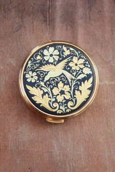 Vintage 50's engraved black and gold Powder Compact with mirror