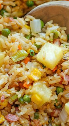 Pineapple Fried Rice- this may go well with a ham or pork chop/pork dish Rice Recipes, Asian Recipes, Cooking Recipes, Healthy Recipes, Recipes With Ham, Oriental Recipes, Chicken Recipes, Ham Fried Rice, Pineapple Fried Rice