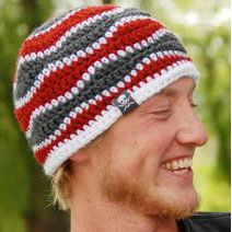 Brain Waves Beanie | This easy crochet pattern features a soft and wavy ripple that's perfect for guys and gals!