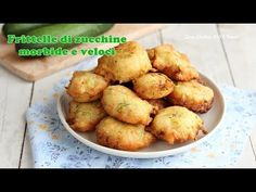 Frittelle di zucchine morbidissime e veloci da preparare - YouTube Beignets, Antipasto, Baked Potato, Buffet, Menu, Finger Food, Potatoes, Gluten Free, Baking