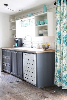 Small Kitchen Makeover in a mobile home #mobilehomekitchens