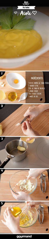 On récapitule :  1. Eplucher la pomme de terre et les gousses d'ail. 2. Cuire la pomme de terre et une gousse d'ail dans un fond de volaille en l'ajoutant progressivement et en attendant qu'il réduise. 3. Ecraser l'autre gousse d'ail avec la pomme de terre et la gousse d'ail cuite. Bien écraser le tout. 4. Ajouter le jaune d'œuf et mélanger. 5. Monter à l'huile comme une mayonnaise. Astuce du chef : à déguster avec des frites de patates douces.
