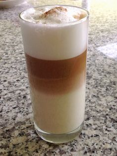 Baileys Irish Cream, Latte Macchiato, Coffee Drinks, Coffee Time, Caffeine, Glass Of Milk, Cocktails, Heaven, Ice
