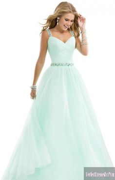 This would be a perfect prom dress if it was turquoise!