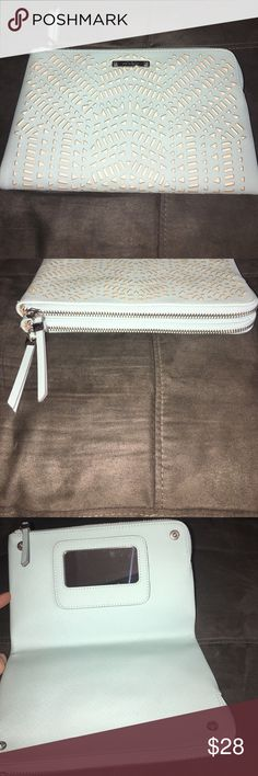 Stella &dot clutch new Stella &dot clutch new mint and cream color Stella & Dot Bags Clutches & Wristlets