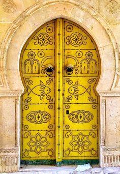 Yellow Doors From Around The World Cool Doors, Unique Doors, Knobs And Knockers, Door Knobs, Entrance Doors, Doorway, Yellow Doors, Mellow Yellow, Mustard Yellow