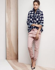 NOV Style Guide: J.Crew women's buffalo check flannel shirt-jacket, drapey sweatpant, and Elsie fabric pumps. Blue Flannel Shirt, Gingham Shirt, Casual Chic, Joggers Outfit, Fashion Mode, Office Fashion, Pink Pants, Lookbook, Shirt Jacket