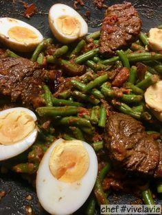 Sambal goreng telor compleet | Pascal Pluijmaekers #vivelavie Wine Recipes, Indian Food Recipes, Asian Recipes, Healthy Dinner Recipes, Cooking Recipes, I Want Food, Good Food, Yummy Food, Malaysian Food