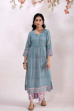 All Details You Need to Know About Home Decoration - Modern Indian Designer Outfits, Indian Outfits, Printed Kurti Designs, Casual College Outfits, Simple Kurta Designs, A Line Kurti, Yeezy Fashion, Desi Wear, Indian Fashion