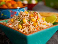 Esse arroz tex mex é o acompanhamento ideal para o almoço entre amigos. Chef: Guy Fieri