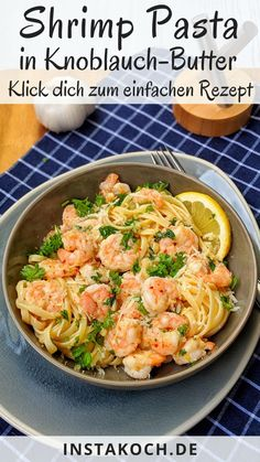 If it has to go really fast again and still be super tasty, then this ingeniously simple garlic-butter-shrimp pasta recipe is absolutely right. Garlic butter shrimp pasta is totally quick and stress-f Shrimp Recipes, Pasta Recipes, Chicken Recipes, Recipe Pasta, Healthy Meal Prep, Healthy Dinner Recipes, Healthy Food, Vegan Recipes, Drink Tumblr
