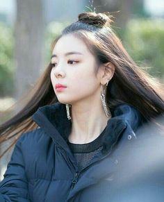 K-Pop Babe Pics – Photos of every single female singer in Korean Pop Music (K-Pop) Kpop Girl Groups, Korean Girl Groups, Kpop Girls, K Pop, Rapper, New Girl, South Korean Girls, Girl Crushes, Singer