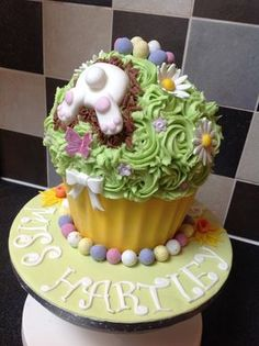 Giant cupcake for a teacher leaving at Easter. Giant Cupcake Recipes, Giant Cupcakes, Easter Cupcakes, Easter Cookies, Fun Cupcakes, Cupcake Cookies, Amazing Cupcakes, Easter Cake, Sweets