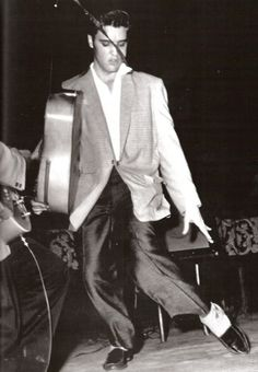 A young Elvis Presley. Rock And Roll, Are You Lonesome Tonight, Sun Records, Young Elvis, Elvis Presley Photos, King Of Music, First Love, My Love, Thats The Way