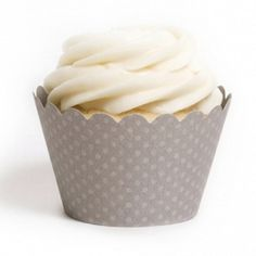 Série de 12 gris Dot Cupcake Wrappers. Ces wrappers cupcake populaires disposent de petits pois surélevés sur un emballage de haute qualité. Ils sont parfaits pour décorer vos gâteaux et en ajoutant cette touche spéciale à votre partie ! •12 Cupcake designer Wraps.    •Pour fins de présentation seulement. Cuire au four pas dans ces wrappers.    •FITS cupcakes standard.    •Facile à assembler. Simplement longlet diapositive dans la fente.    •Supporte 3,25 de large x env. 2 de hauteur…