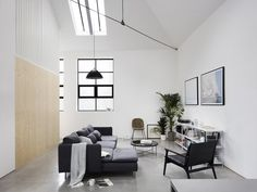 This conversion project creates a home from a dilapidated and landlocked warehouse transforming it into a light-filled house that not only improves the area but brings life back to the neglected space. Bungalow, Style Californien, Exposed Trusses, Warehouse Home, Warehouse Renovation, Two Bedroom House, Warehouse Conversion, Interior Minimalista, Minimal Home