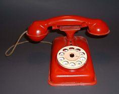 metal toy telephones make me happy!