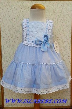 Vestido celeste topitos batista y tira bordada blanca   costura bebe   Pinterest   Html