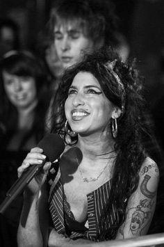 No fue aquí su mejor ángulo, pero igual, así era Amy Winehouse.