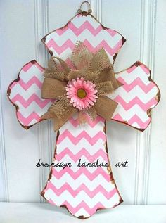 Pink Chevron Cross Door Hanger Bronwyn by BronwynHanahanArt. For Taylor Wooden Crosses, Wall Crosses, Painted Crosses, Crosses Decor, Cute Crafts, Diy Crafts, Chevron Cross, Cross Door Hangers, Burlap Cross